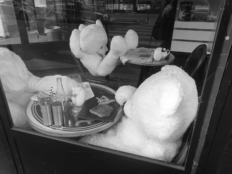 Inzwischen sieht man mehr Teddys dinieren als Pariser*innen
